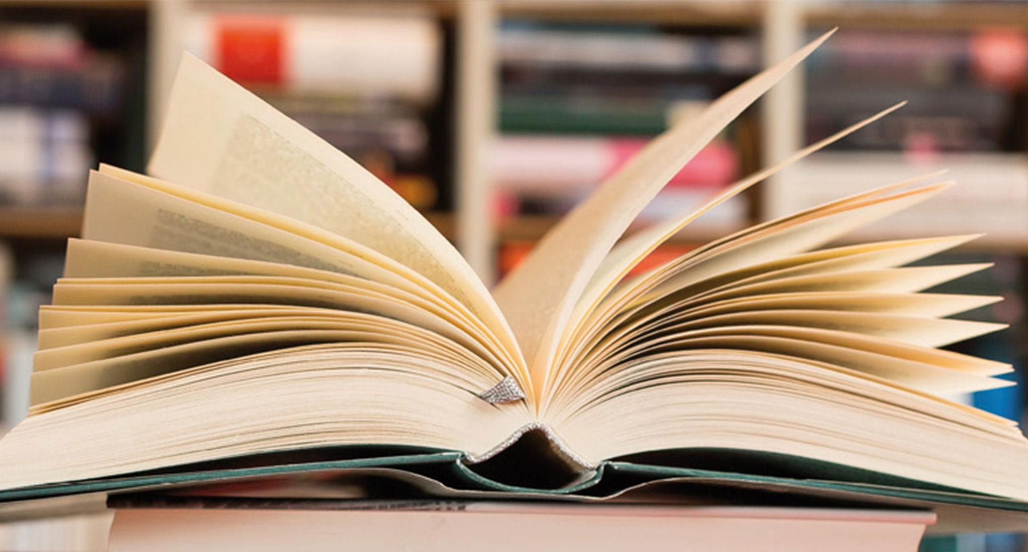 Buch ~ Erasmus Gymnasium Frankfurt ~ Trilinguale weiterführende Privatschule