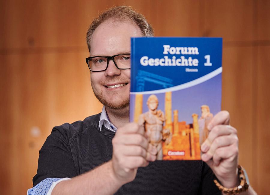 Portraits Max Kullner ~ Erasmus Gymnasium Frankfurt ~ Trilinguale weiterführende Privatschule