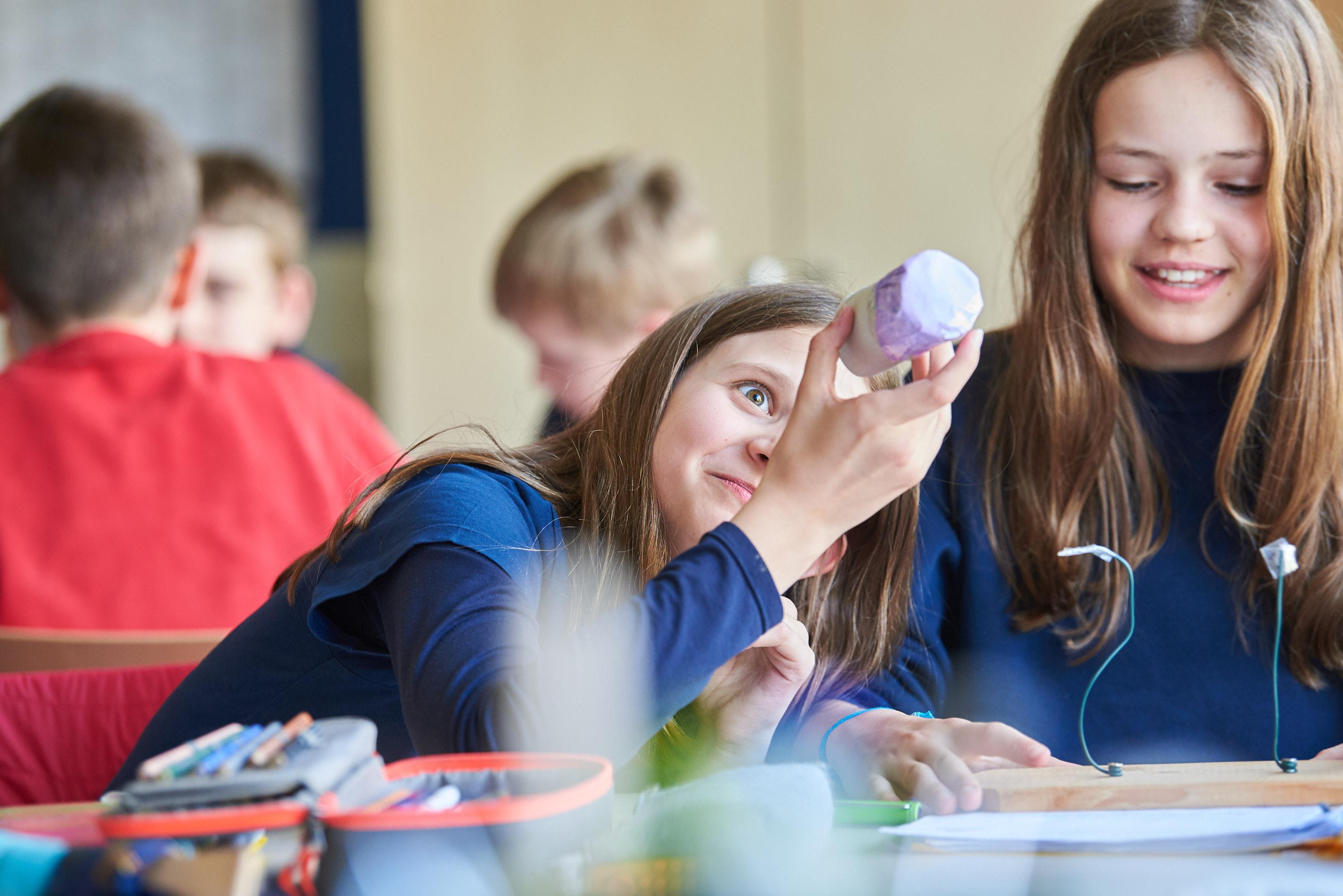 Mädchen Qualitätsmanagement ~ Erasmus Gymnasium Frankfurt ~ Trilinguale weiterführende Privatschule
